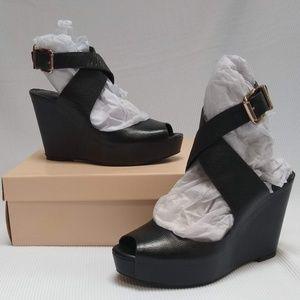 BCBGeneration Tevos Wedge, black leather